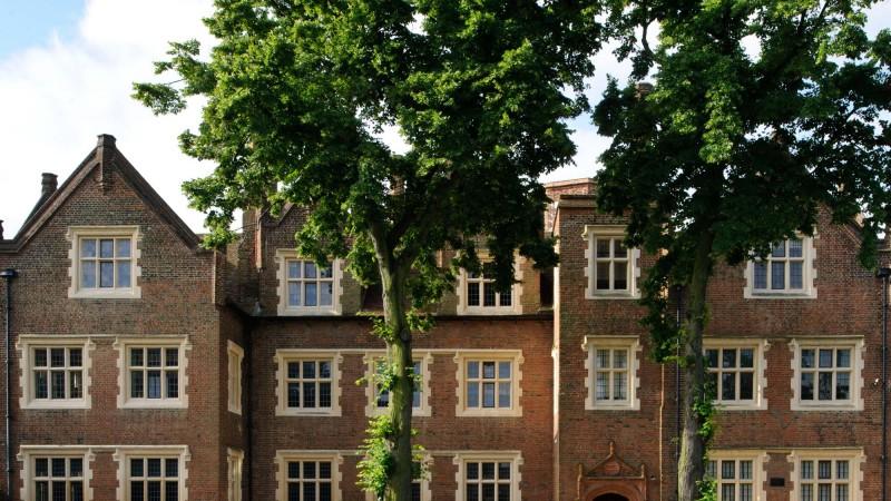The beautiful gardens of Eastbury Manor